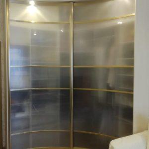 Радиусный шкаф купе с оргстеклом
