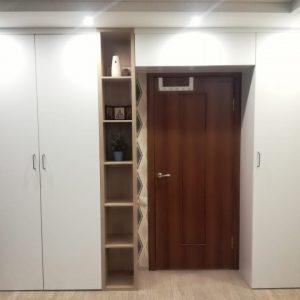Шкаф с распашными дверьми белого цвета