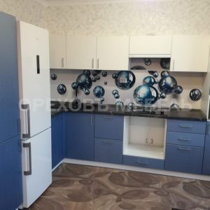 Синяя кухня в пленке