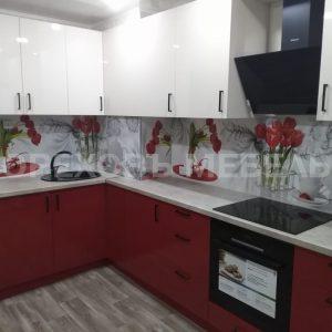 Кухня в бело-красных тонах