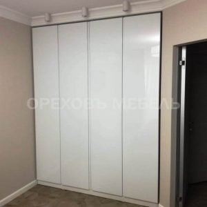 Распашной шкаф в акриловой эмали