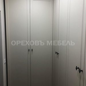 Распашной шкаф в пленке ПВХ с фрезеровкой